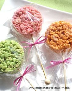 Yet another fun way to get dessert on a stick! Rice crispy pops on rock candy sticks! Rice Crispy Treats, Krispie Treats, Yummy Treats, Sweet Treats, Yummy Food, Birthday Treats, Party Treats, Easter Treats, Rice Krispies
