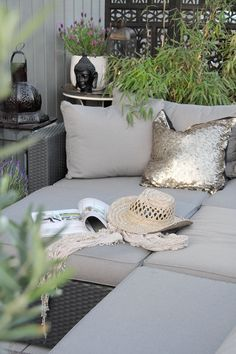 Weekend decorating idea: spruce up your outdoor space