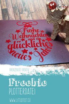 Plotter Freebie: Karte Christbaumkugel Iron the flock on the card and the Christmas card is ready. Christmas Lanterns, Christmas Diy, Christmas Cards, Xmas, Christmas Ornaments, Silhouette Cameo Freebies, Hobbies For Women, Painted Mason Jars, Bricolage Noel
