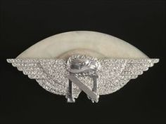 Parures et bijoux des musées nationaux de Malmaison et du palais de Compiègne, notice - Broche-insigne - Raymond Templier