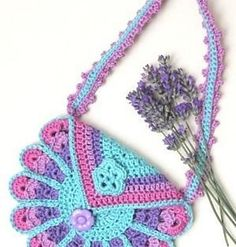 Peacock Bag: FREE crochet pattern