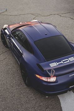 The Porsche 911 is a truly a race car you can drive on the street. It's distinctive Porsche styling is backed up by incredible race car performance. Porsche Gt2 Rs, Porsche Autos, Bmw Autos, Porsche 2017, Porsche Carrera, Mercedes Auto, Bugatti, Supercars, Porsche Modelos