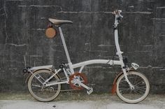 Cool wooden Brompton found on the London Brompton Club's Facebook page.