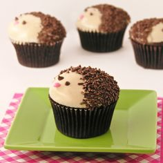 Hedgehogs are the MOST adorable things, and these yummy maple cupcakes capture all the cuteness in edible form! Seems like hedgehogs are all the rage these days. Hedgehog Cupcake, Sonic The Hedgehog Cake, Hedgehog Birthday, Hedgehog Treats, Baby Shower Cupcakes, Cute Cupcakes, Themed Cupcakes, Birthday Cupcakes, Cupcakes For Boys