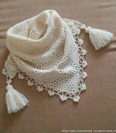Fabulous Crochet a Little Black Crochet Dress Ideas. Georgeous Crochet a Little Black Crochet Dress Ideas. Poncho Crochet, Pull Crochet, Crochet Scarves, Diy Crochet, Crochet Clothes, Hand Crochet, Blanket Crochet, Crochet Capas, Triangle Scarf
