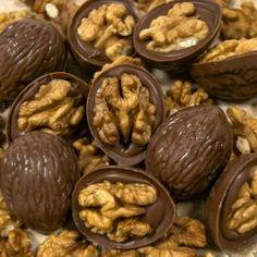 Homemade Chocolate, Chocolate Desserts, Patisserie Vegan, Yummy Treats, Yummy Food, Indian Dessert Recipes, Arabic Sweets, Macaron Recipe, Fudge