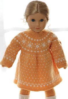 Knitting instructions for doll clothes - Puppenkleidung - Crochet Doll Dress, Knitted Dolls, American Doll Clothes, Girl Doll Clothes, American Girl Crochet, Sweater Knitting Patterns, Knitting For Kids, Doll Patterns, Kids Fashion