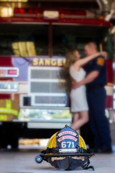 verlobungsring fotografieren My firefighter engagement pics! Love them! Firefighter Engagement Pictures, Engagement Photo Poses, Engagement Couple, Fireman Wedding, Firefighter Wedding, Firefighter Photography, Wedding Pics, Fall Wedding, Wedding Ideas
