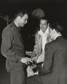 """Paul Newman visits Marlon Brando on the set of Sayonara """
