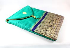 Emerald Green iPad Case by mayabyasha on Etsy Quilting For Beginners, Sewing For Beginners, Reuse Old Clothes, Bed Cover Design, Embroidery Bags, Creative Embroidery, Potli Bags, Diy Purse, Clutch Purse