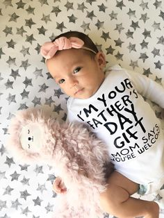 Im your Fathers day present Fathers day present mom says Fathers Day Quotes, First Fathers Day, Mother And Father, Happy Father, You Are The Father, Great Father's Day Gifts, Gifts For Mom, Fathers Day Presents, Gifted Kids