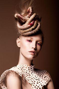 <b>Photographer</b>: Weronika Kosinska&nbsp; <b>Hairstylist</b>: Christophe Gaillet for L'Oreal Paris&nbsp; <b>MUA</b>: Izabela Szelagowska&nbsp; <b>Fashion Stylist</b>: Tkanka by Regina Mrowczan Editorial Hair, Beauty Editorial, Creative Hairstyles, Up Hairstyles, Updo, Avant Garde Hair, Fantasy Hair, Fantasy Makeup, Hair Locks
