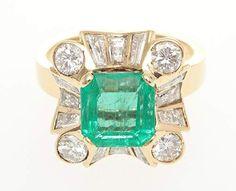 Smaragd-Diamant-Ring750/-GG, 2.H.20.Jh. 1 achteckig-facettierter Smaragd, ca. 2,60 ct., umrahmt v. D — Schmuck