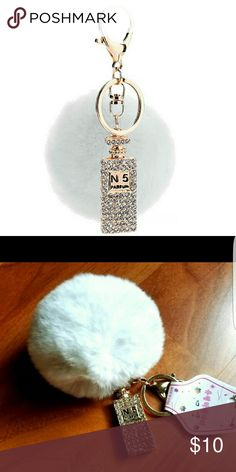 Pom keychain with pendant Style	New porte clef pompom de fourrure  Fluffy Pompom Material:	Metal Metals Type:	Zinc Alloy Metal color:	18K Gold Plated  Rabbit Fur Ball gold Key Chain Weight: 32.1g Perfume Bottle Pendant Ball is 8cm Accessories Key & Card Holders