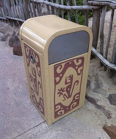 Let's head to Adventureland at Disneyland Paris to explore this curious trash can with an interesting character shape on the side.