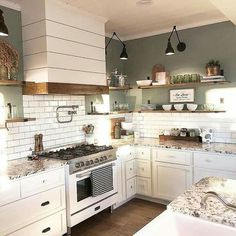 Chic Kitchen White 38 Dreamiest Farmhouse Kitchen Decor and Design Ideas to Fuel Your Remodel Farmhouse Kitchen Decor, Home Kitchens, Rustic Kitchen, Kitchen Renovation, Chic Kitchen, Farmhouse Kitchen Design, Farmhouse Style Kitchen, Shabby Chic Kitchen, Country House Decor