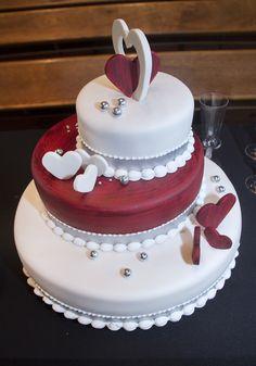 Ga voor 3D! #bruidstaart #weddingcake Cake, Desserts, Food, Tailgate Desserts, Deserts, Kuchen, Essen, Postres, Meals