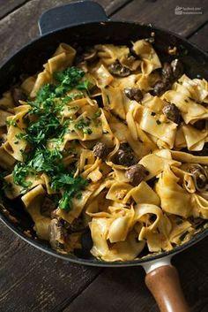 Nudel-Pilz-Pfanne - Madame Cuisine Pasta and mushroom pan Noodle Recipes, Pasta Recipes, Cooking Recipes, Healthy Eating Tips, Healthy Recipes, Easy Dinner Recipes, Food Inspiration, Stuffed Mushrooms, Food Porn