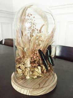 Fleurs précieuses séchées sous verre & taxidermie Decoration, Snow Globes, Floral Design, Creations, Paris, Home Decor, Taxidermy, Flowers, Decor