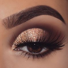 Pretty eyeshadow looks help your eyes looks majestic and has the power to transform your whole look. With pretty makeup looks for brown eyes, here are some ideas. Gold Eye Makeup, Dramatic Eye Makeup, Makeup Eye Looks, Eye Makeup Art, Eye Makeup Tips, Smokey Eye Makeup, Makeup For Brown Eyes, Eyeshadow Makeup, Makeup Inspo