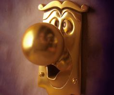 The Alice in Wonderland doorknob is no hallucination. Although he doesn't talk much – unless you're under the influence – the doorknob provides a nostalgic and whimsical decor to any room that no Alice In Wonderland's fan should be without.