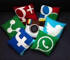 Kissen - Social Media Kissen im Facebook, Google+, Twitter, Instagram, WhatsApp... Look - ein Designerstück von Socialmediakissen bei DaWanda