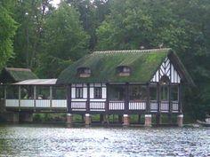 boothuisje - vroeger de wipplank toen er nog gezwommen werd in de vijver