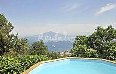 una terrazza davanti al golfo di sorrento http://www.idealista.it/news/archivio/2013/06/27/085227-case-week-end-villa-vista-mare-di-sorrento-fotogallery