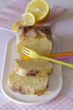 Préparation : 20 min Cuisson : 35 min Pour 6 personnes : Le cake : -130 g de beurre fondu -200 g de sucre -2 gros citrons bio -150 g de farine -3 œufs -1 pincée de levure Le glaçage : -Le jus d'1/2 citron -120 g de sucre glace Préchauffez le four th....