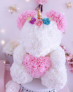 Valentine Wreath, Valentines Diy, Beautiful Flower Arrangements, Floral Arrangements, Flower Box Gift, Teddy Bear Gifts, Rose Crafts, Candy Flowers, Gift Bouquet