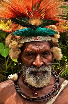 Papua New Guinea | Man from the village of Horonapa | ©Rita Willaert