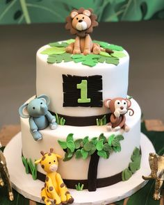 Jungle Safari Cake, Jungle Theme Cakes, Safari Cakes, Safari Birthday Cakes, Boys 1st Birthday Cake, Novelty Birthday Cakes, First Birthday Decorations Boy, Birthday Cake Decorating, Torta Baby Shower