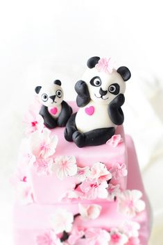Kessy's Pink Sugar: Little Panda Cake Panda Cupcakes, Panda Bear Cake, Bear Cakes, Panda Birthday Cake, Birthday Cakes, Pink Panda, Little Panda, Pink Sugar, Fondant Figures