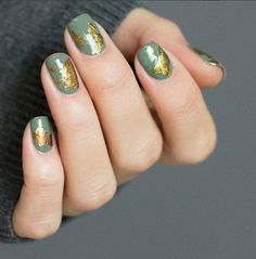 Gold Leaf A base polish and some pieces of gold foil are all it takes to create this stunning, subtly textured manicure look! The mossy green base polish was an excellent choice here. 16 Easy Ways To Add Texture To A Mani