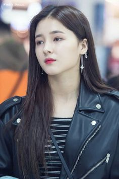 Momoland Nancy was born on April to a korean mother and american father. however her education is completed from daegu in Korea-bboom bboom Nancy Momoland, Nancy Jewel Mcdonie, Beautiful Indian Actress, Beautiful Asian Girls, Beautiful Actresses, Korean Beauty Girls, Asian Beauty, Cute Girl Pic, Cute Girls