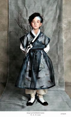 A boy in a hanbok. Great sheer color and pattern Korean Traditional Dress, Traditional Fashion, Traditional Dresses, Korean Dress, Korean Outfits, Modern Hanbok, Vogue Korea, Asian Fashion, Folk Costume