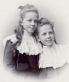 +~+~ Antique Photograph ~+~+   Beautiful Sisters.  c.1903