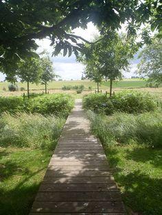 Calendar Garden by Studio Bastavia: www.landezine.com/index.php/2013/01/calendar-garden-by-studio-basta/