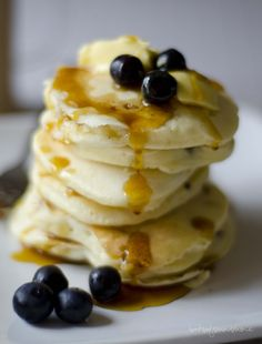 Blueberry, Cranberry, and Banana Flapjacks Sweet Breakfast, Breakfast Recipes, Dessert Recipes, Desserts, Breakfast Ideas, South African Recipes, Africa Recipes, Banana Flapjack, Pancakes And Waffles