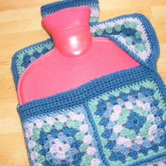 Crochet Granny Square Design Crochet pattern - hot water bottle cover using granny squares with a flip top opening - Granny Square Häkelanleitung, Granny Square Crochet Pattern, Crochet Squares, Crochet Granny, Crochet Patterns, Granny Squares, Square Blanket, Blanket Crochet, Granny Granny