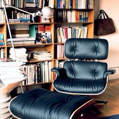 Jieldé Lamp next to the gigant - Lounge Chair by Charles Eames