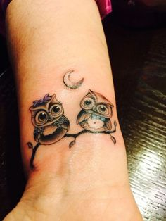 Today we're going to step again into the world of animal tattoos bringing you 50 of the most beautiful owl tattoo designs, explaining their meaning. Baby Owl Tattoos, Owl Tattoos On Arm, Cute Owl Tattoo, Owl Tattoo Small, Wrist Tattoos, Animal Tattoos, Body Art Tattoos, Small Tattoos, Tattoo Art