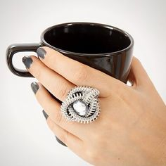We're big fans of rings, no mater what they look like. Big rings, small rings, sparkly rings, unique rings… we . Big Rings, Small Rings, Unique Rings, Zipper Jewelry, Beaded Jewelry, Handmade Jewellery, Zipper Crafts, Chevron Ring, Diy Schmuck