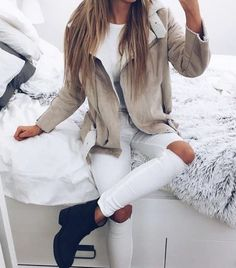 Autumn Winter Trends We discover the fashion trends of the season. Look Fashion, Teen Fashion, Fashion Outfits, Fall Fashion, Jackets Fashion, Fashion Sale, Fashion 2016, Paris Fashion, Retro Fashion