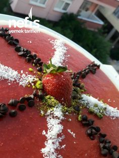 Çilekli İrmikli Yaz Tatlısı (az Malzeme, Çok Lezzet) Panna Cotta, Pudding, Ethnic Recipes, Desserts, Food, Tailgate Desserts, Dulce De Leche, Deserts, Custard Pudding