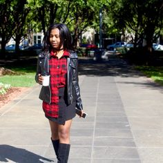 Plaid Shirts + Mini SkirtsHow to wear plaid for fall . How to style plaid Plaid Fashion, Autumn Fashion, Fashion Looks, Plaid Shirts, Flannel Shirt, How To Wear Flannels, Fall Staples, Mini Skirts, Style Inspiration