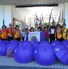 District 300F #LionsClub (Taiwan) provided children with supplies and umbrellas