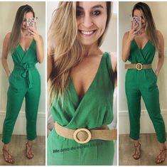 O macacão mais SUCESSO agora na cor verde!!! Lindo demais né??! 💚💚💚💚 agora incrementamos com esse cinto maraaaa!!! P e M compre pelo 17… Classy Outfits, Chic Outfits, Beautiful Outfits, Spring Outfits, Fashion Beauty, Girl Fashion, Womens Fashion, Fashion Moda, Casual Chic