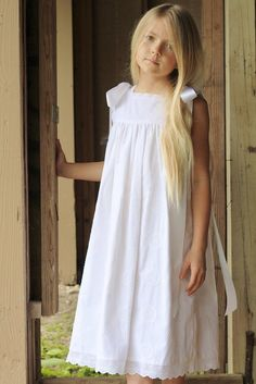 www.hannahkatespecialcollection.com Heirloom Sewing, Girls Wardrobe, Smock Dress, Kid Styles, Baby Sewing, Kind Mode, Traditional Outfits, Flower Girl Dresses, Flower Girls