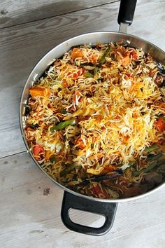 vegan vegetable biryani - well who doesn't love biryani.here it goes all vegan :) Indian Food Recipes, Asian Recipes, Whole Food Recipes, Vegetarian Recipes, Cooking Recipes, Healthy Recipes, Cooking Rice, Rice Recipes, Delicious Recipes